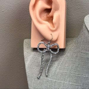 Jewelry - Silver rhinestone bow dangle earrings